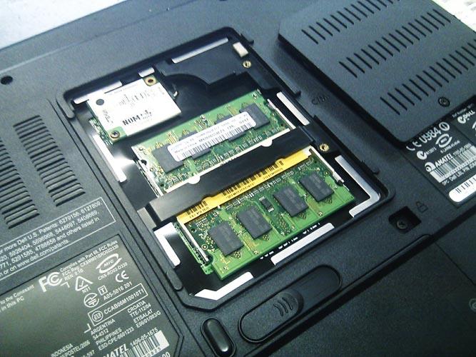 DELL Vostro 1000 1GBから2GBへメモリ増設