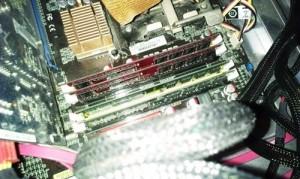 パソコンが起動中にフリーズ、ブルースクリーンになる