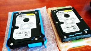 PCからハードディスクを取り外して調査。ではでは、電源投入。  うん・・・?あれ?全く反応なし!電源自体入らないじゃないですか。そりゃ認識しないよ。