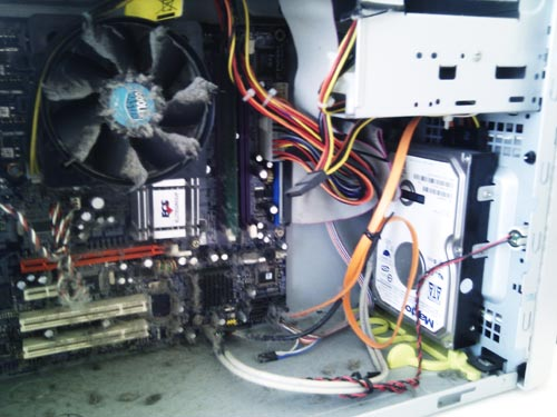 起動出来なくなったデスクトップパソコンからデータ取り出し