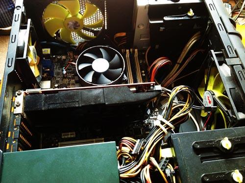 パソコンの電源が入らない。原因はマザーボード