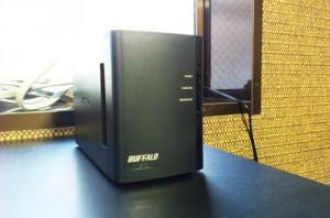 NAS設置。社内のデータバックアップと社外からデータへのアクセス