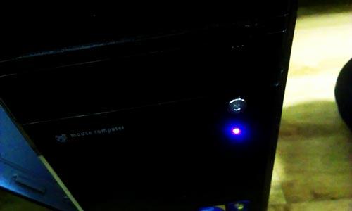 電源を入れても、画面が真っ暗。メーカーロゴさえ表示されない。