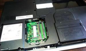 富士通 LIFEBOOK AH520 2GBから4GBへメモリ増設とデータの整理整頓。