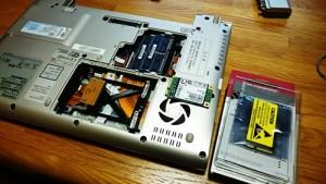 TOSHIBA dynabook R732 分解。SSD交換。