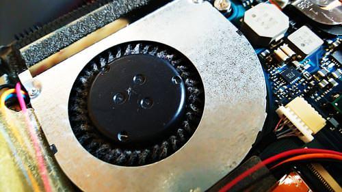 東芝 dynabook R631/W1TD 排熱ファンクリーニング前